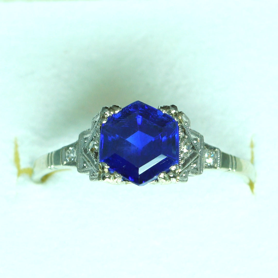 art d co ring saphir diamanten enzmann edelsteine. Black Bedroom Furniture Sets. Home Design Ideas