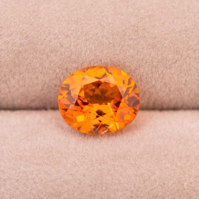 Abbildung Mandarin Granat, Edelstein in Orange, 4,04 ct.