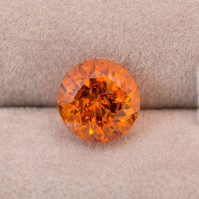 Abbildung Mandarin Granat, Edelstein in Orange, 4,45 ct.